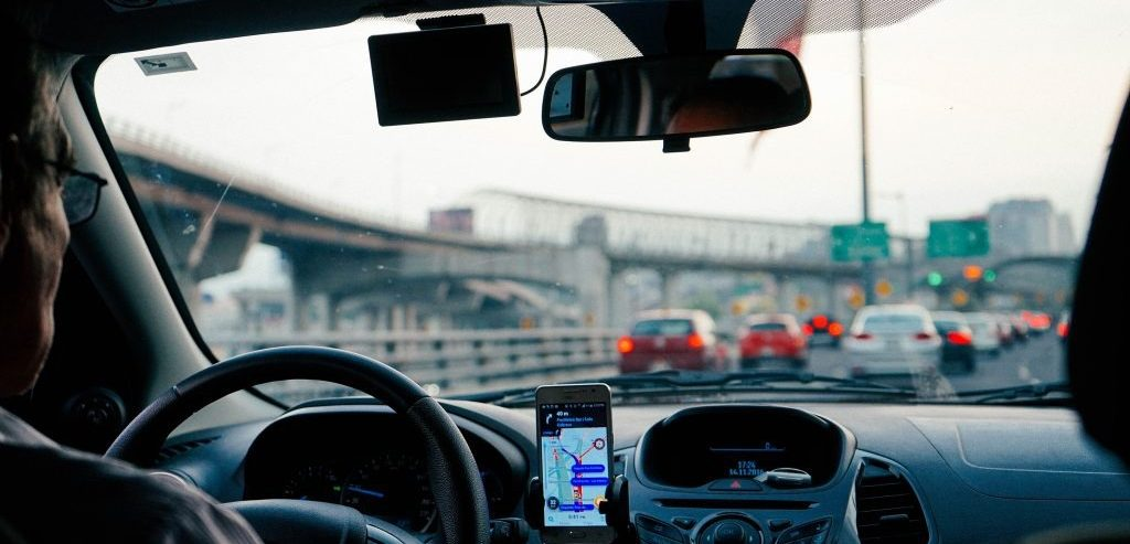 افزایش قیمت تاکسیهای اینترنتی؛ حق با مسافر است یا راننده؟